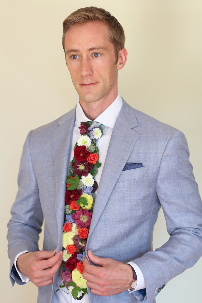 necktie made of real flowers