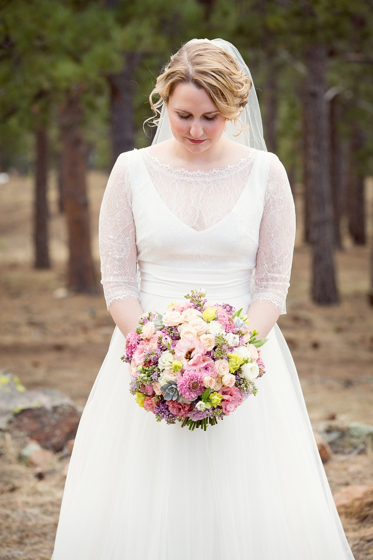 bride with a pastel bouquet