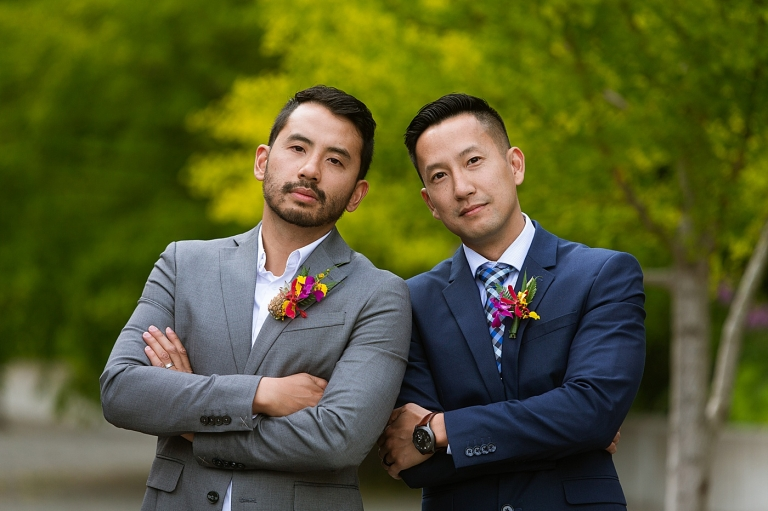 groomsmen wearing colorful boutonnieres